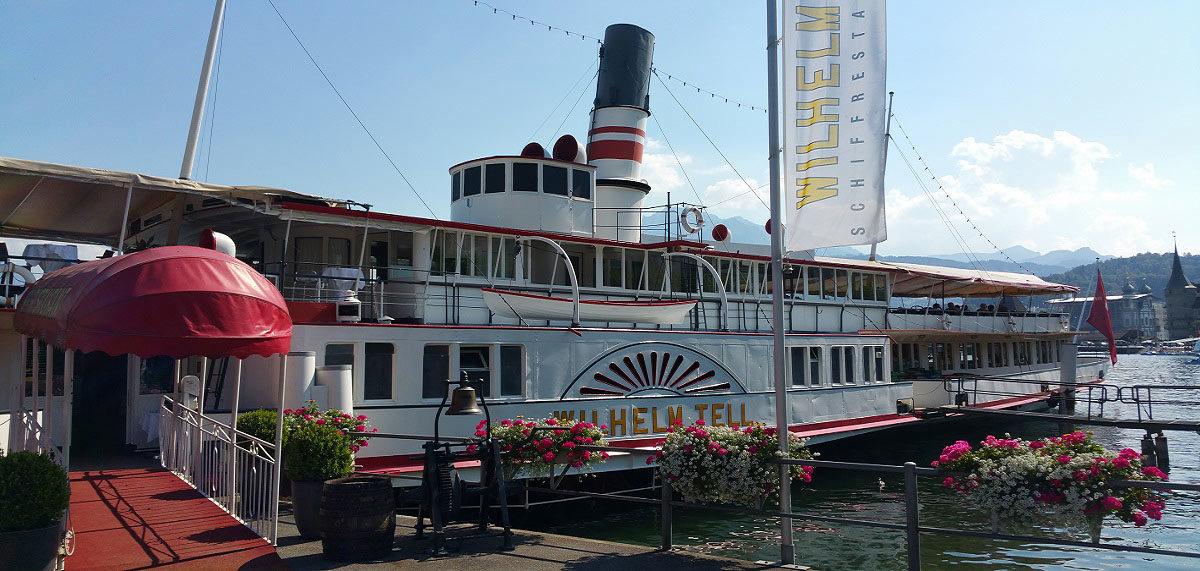 Schiffrestaurant Wilhelm Tell, Aussenansicht am Tag